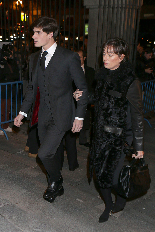 Carlos Fitz-James Stuart Solis con su madre Matilde.