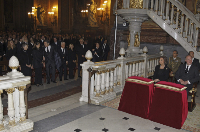 Don Juan Carlos y Doña Sofía han presidido el multitudinario funeral...