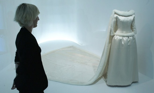 El traje de novia que le hizo Cristóbal Balenciaga a Fabiola de...