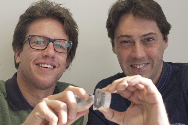 El arquitecto Sander Laudy y el científico Albert Verdaguer posan en...