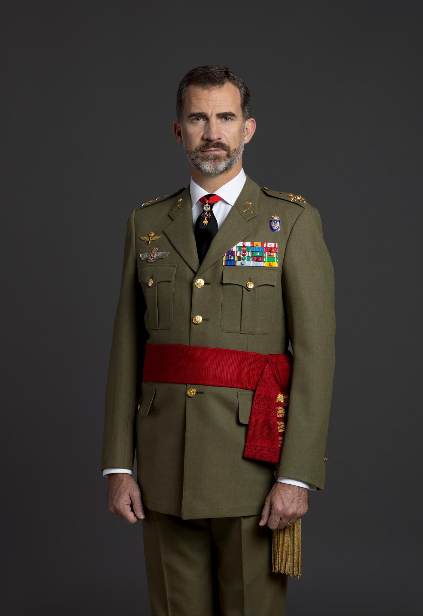 Felipe VI con uniforme de diario para actos de especial relevancia de Capitán General del Ejército de Tierra.
