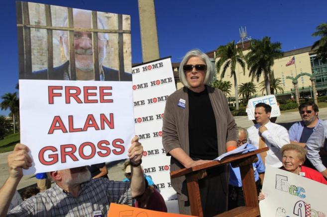 Judy Gross, mujer del estadounidense Alan Gross, en uno de los actos...