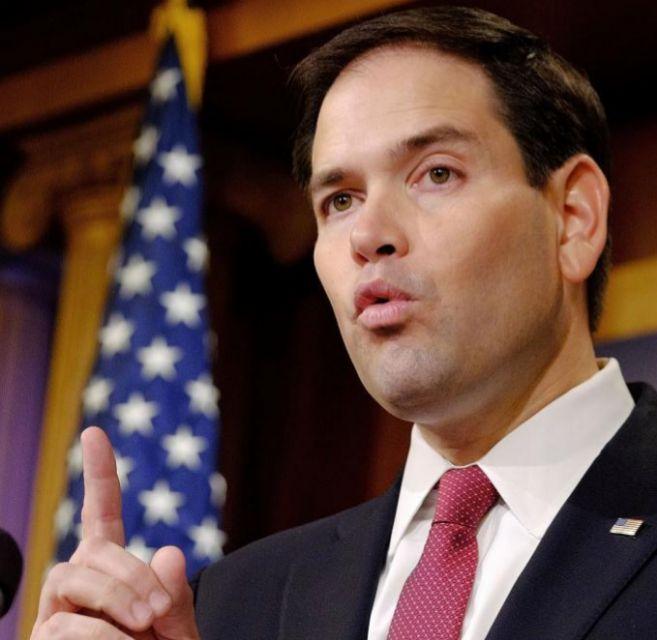 El senador por Florida Marco Rubio responde en Washington al...