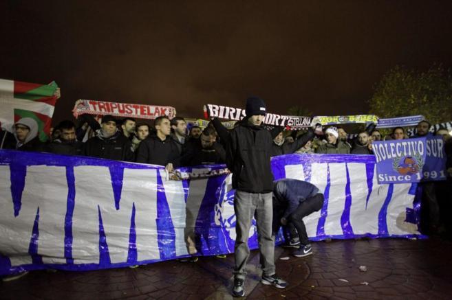 Manifestación de los Riazor Blues en la previa de un partido.