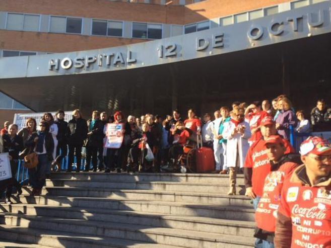 Protesta de la Plataforma de enfermos de Hepatitis C protestando en el...