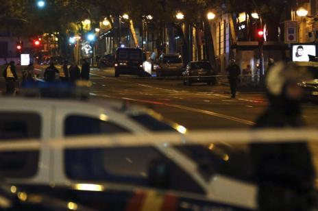 Imagen de la calle Génova poco después de que un ciudadano empotrara un coche en la sede del PP.