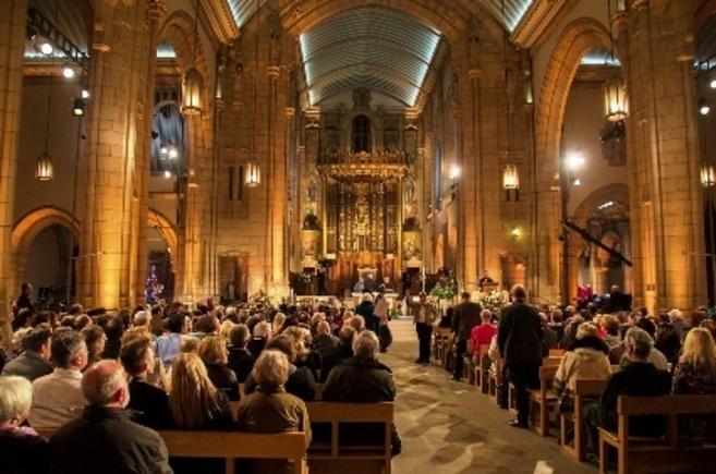 Misa del Gallo en una iglesia de Londres.