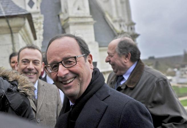 El presidente francés, Francois Hollande, visita el castillo de...