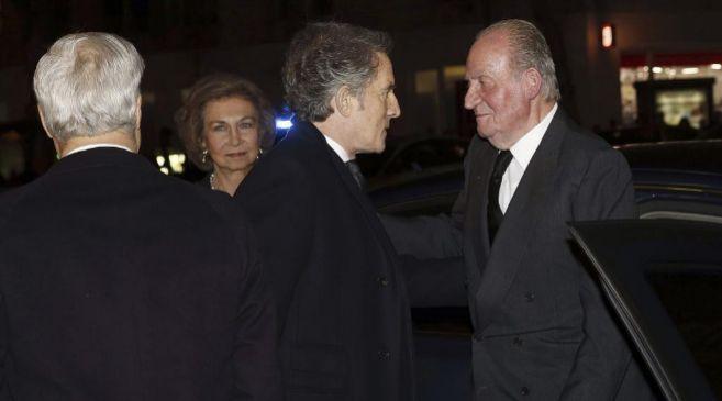 Imagen del encuentro durante el funeral de la duquesa.