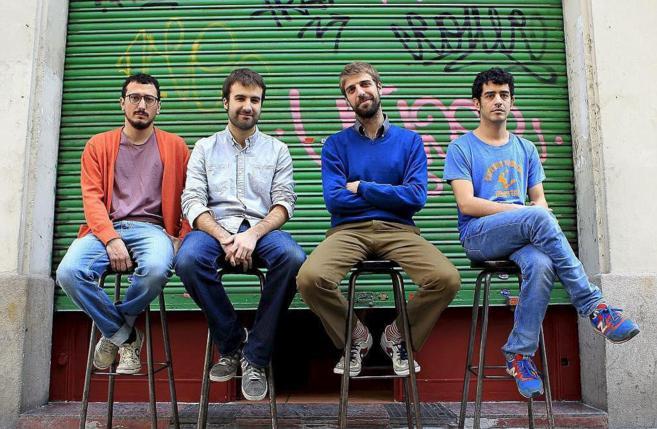 El grupo Manel en un bar del Eixample