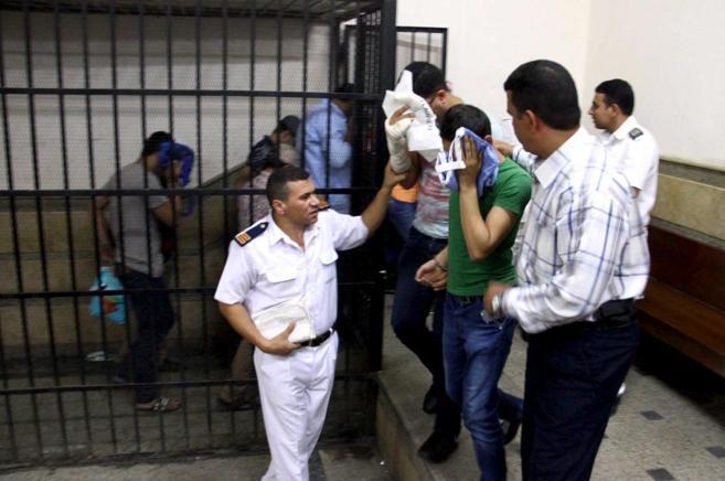 Ocho egipcios, condenados a tres años de cárcel por participar en...