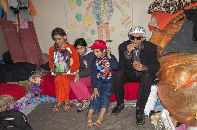 La familia Jadar, en su pequeño refugio de Erbil (Irak).