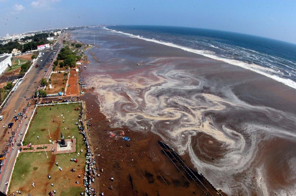 Vista aérea de la playa de Marina, en la sureña ciudad india de...