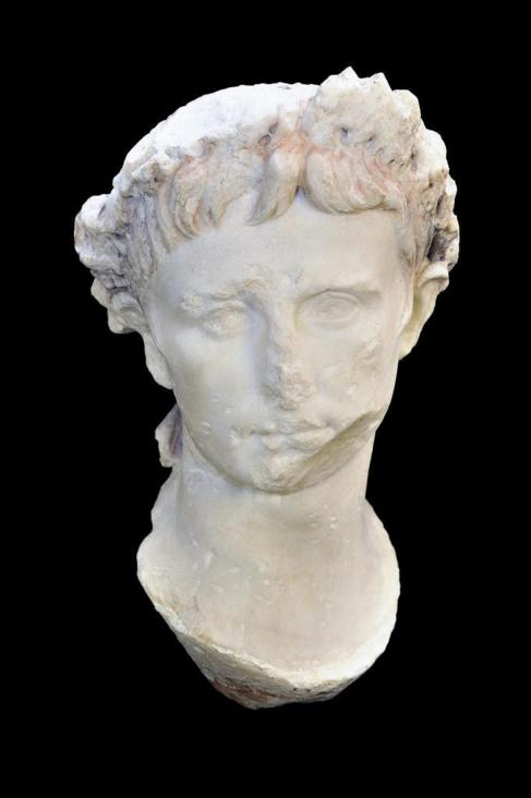 Retrato de Augusto con su corona cívica.