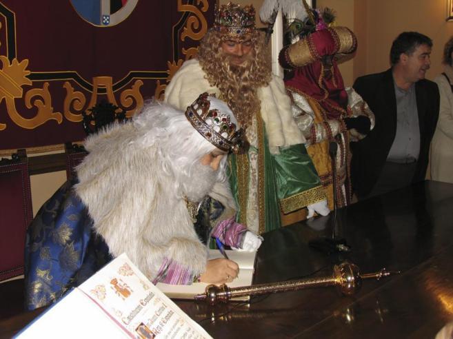 Ana María Orihuela ejerciendo de rey Melchor en Almonte (Huelva).