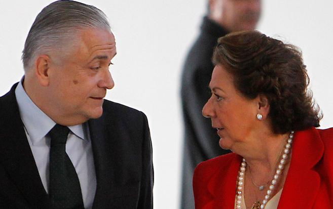 El ex presidente de Feria Alberto Catalá y la alcaldesa de Valencia...