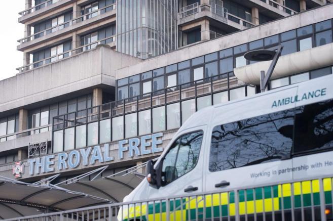 La sanitaria diagnosticada con ébola en Escocia recibe tratamiento en...