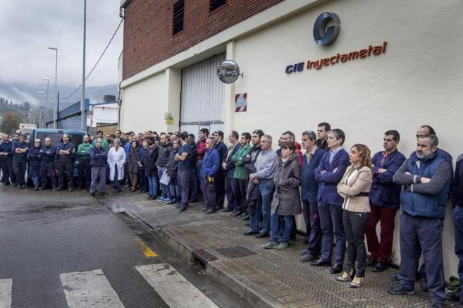 Concentración en Abandiño (Vizcaya) por el asesinato de dos mujeres,...