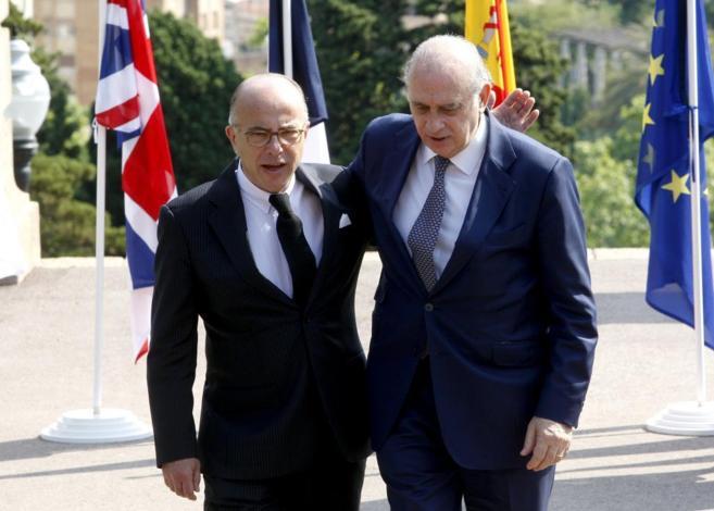 El ministro del Interior, Jorge Fernández, con su homólogo francés,...