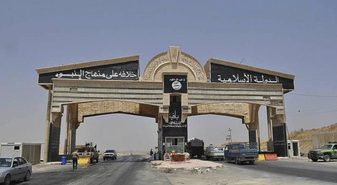 Puesto de control del Estado Islámico en la entrada a la ciudad de...