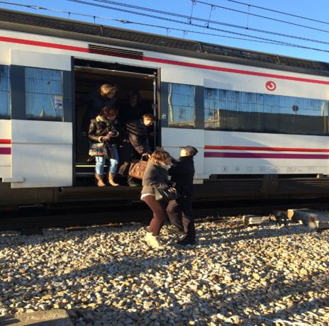 La policía desaloja en Atocha a los pasajeros del tren en el que un hombre ha amenazado con hacer estallar una bomba