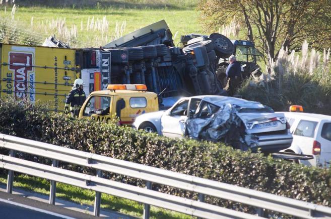 Estado en que quedaron varios vehículos tras una colisión múltiple...