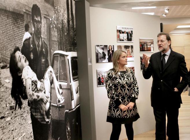 Mari Mar Blanco con Rajoy en la inauguración de una exposición sobre...