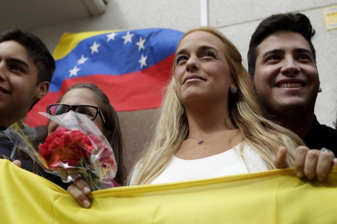 Lilian Tintori, esposa de Leopoldo López, durante un acto de recogida...
