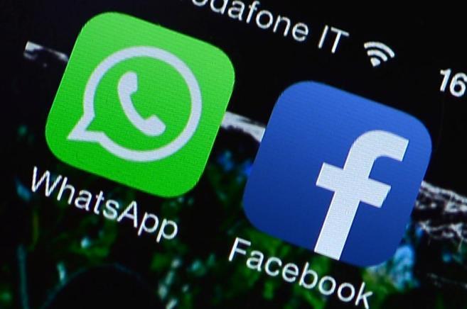 Iconos de las aplicaciones de WhatsApp y Facebook