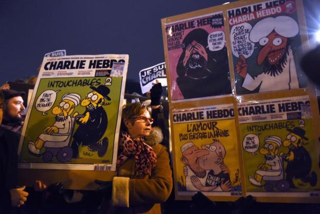 Manifestación en solidaridad con las víctimas de la revista...