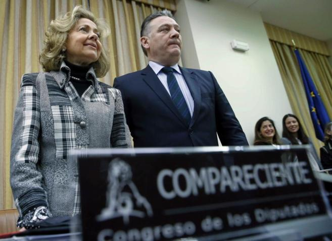 Consuelo Madrigal, junto a Alfredo Prada, presidente de la Comisión...