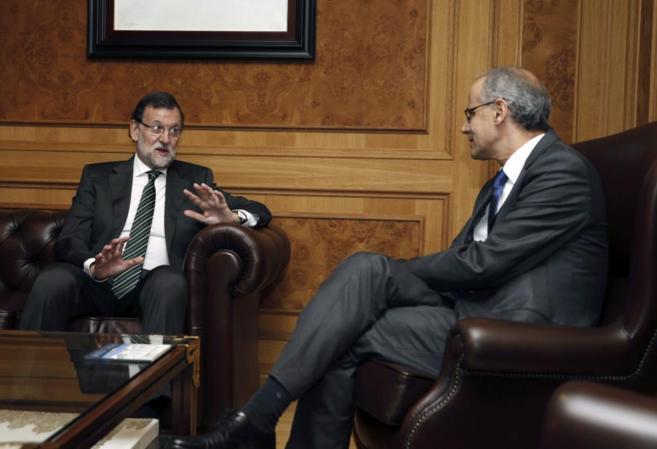 El presidente del Gobierno, Mariano Rajoy, y su homólogo andorrano,...