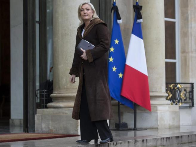 La líder del Frente Nacional, Marine Le Pen, a su llegada al Palacio...