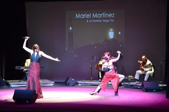 Mariel Martínez y la Porteña Tango Trío en un momento de su...