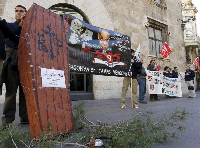 Trabajadores de Vaersa durante una protesta contra los centenares de...