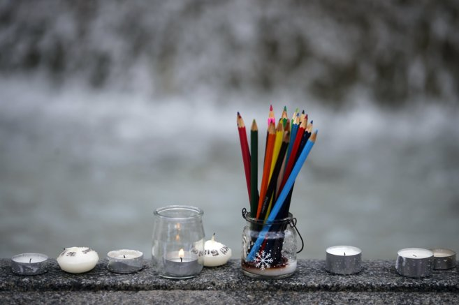 Los lápices de colores, usados de forma metafórica como velas para...