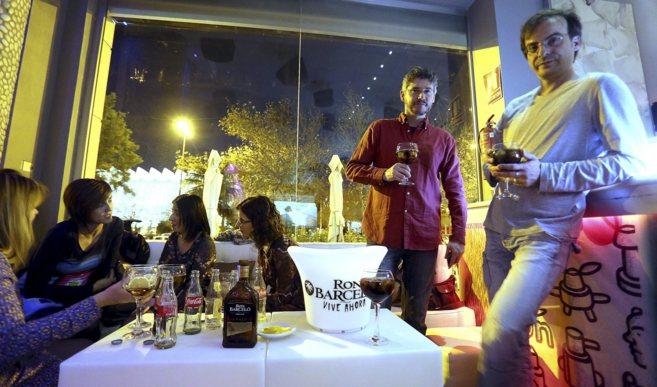Varias personas, este sábado en un local de Valencia, disfrutando de...