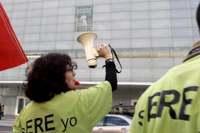 Protesta de los trabajadores de Madridec despedidos frente al Palacio...