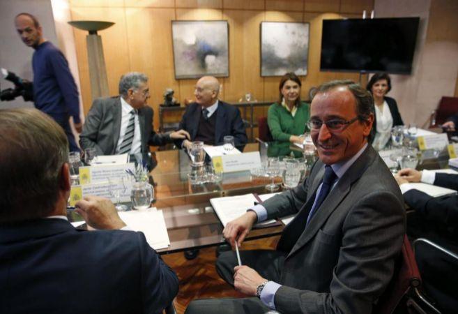 Alonso presidiendo ayer la primera reunión del Plan Estratégico...