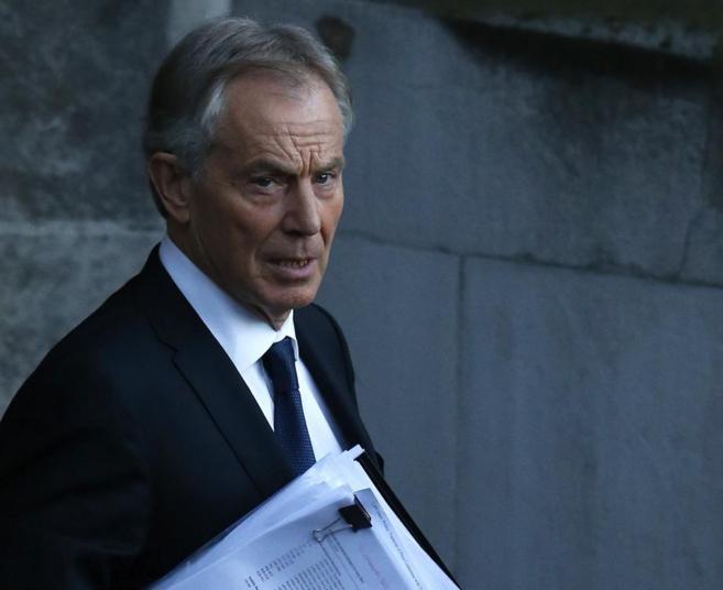El ex primer ministro laborista Blair abandona el Parlamento en...