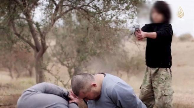 Fotograma del vídeo en el que un niño asesina presuntamente a dos...