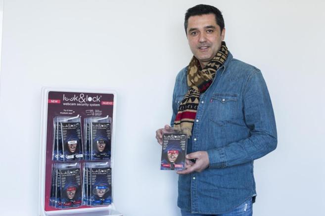 Miguel Ángel Garcerá, director general de WSS, con el dispositivo...