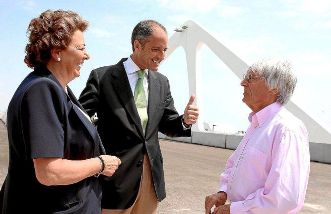 Francisco Camps y Rita Barberá saludan a Ecclestone en Valencia en...
