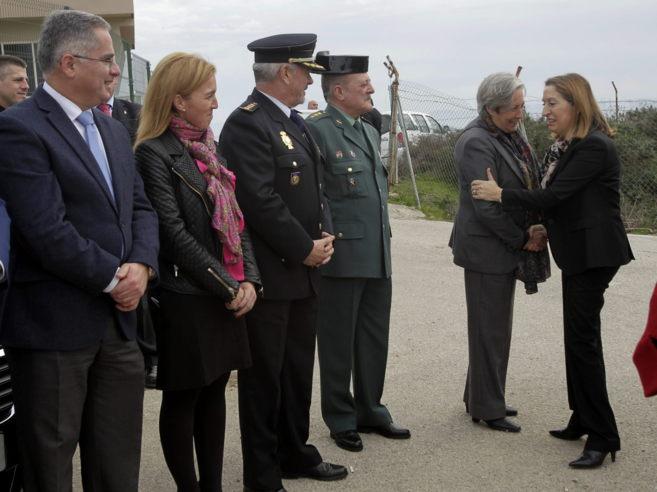 La ministra Ana Pastor saluda a los responsables de Salvamento...
