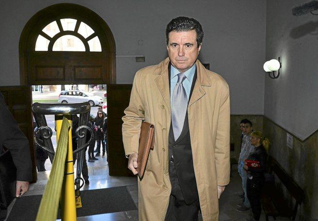 Jaume Matas a la entrada de los juzgados de Palma.