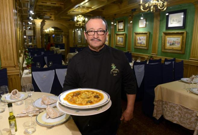 Paco Rodríguez, dueño del restaurante asturiano La Hoja', posa...