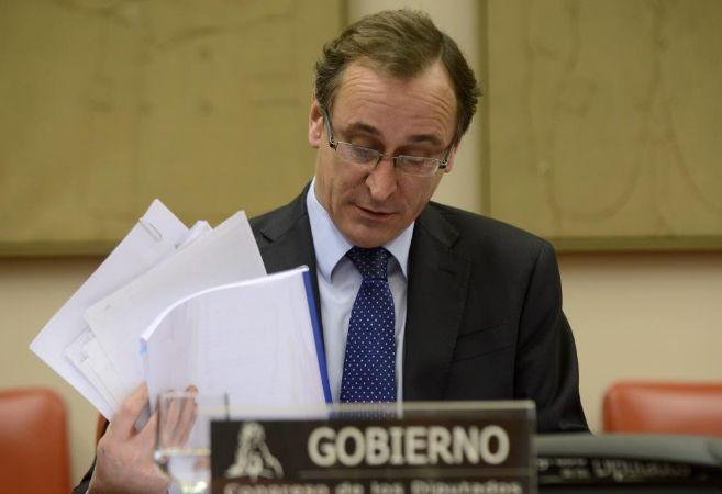 El ministro en su comparecencia de ayer en la comisión de Sanidad en...