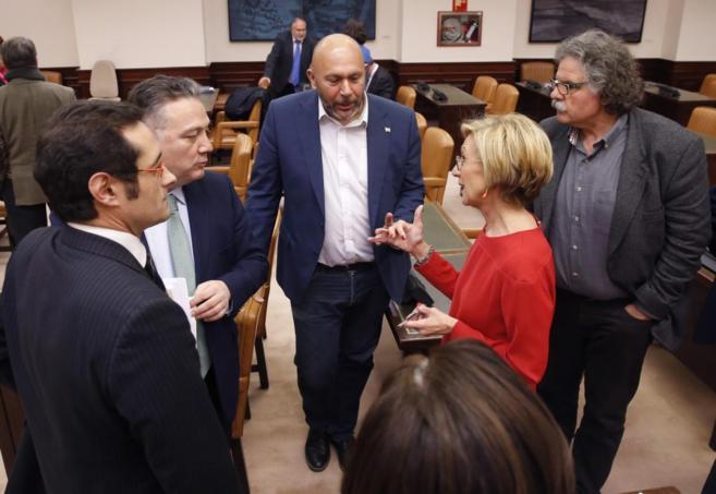 Joan Tardá (dcha.), con otros miembros de la Comisión de Justicia...