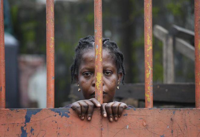 Foto de una mujer en Monrovia (Liberia) durante los días de...