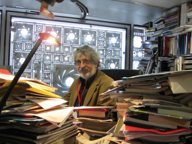 François Zabbal en su despacho, redactor jefe de la revista Qantara...